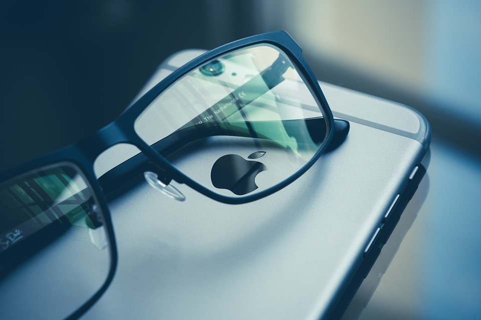 Apple AR glasses 2020